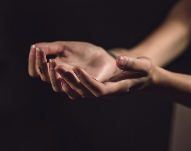 tetování na prstech