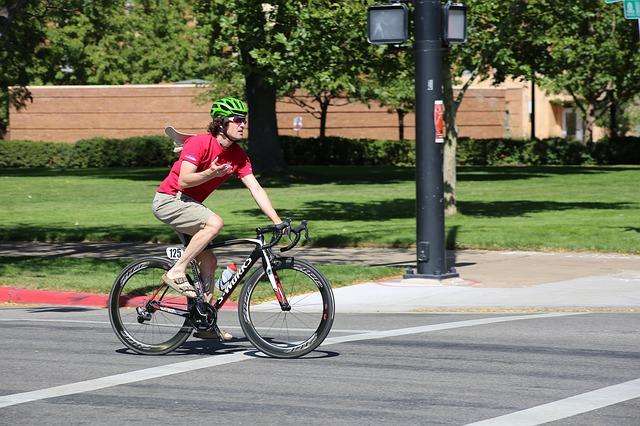 absence funkčního oblečení u cyklisty