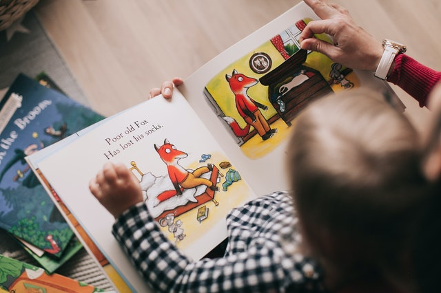 Dítě s knížkou
